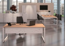 Schreibtisch Cito ahorn Gestell U weiß, H 19 x B 2400 x T 1200 mm
