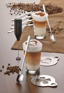 Cappuccinoset CREAMY, 9-tlg. besteht aus 6 Langstiel-Löffel, 2 Schablonen