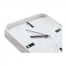 Uhr in weiß